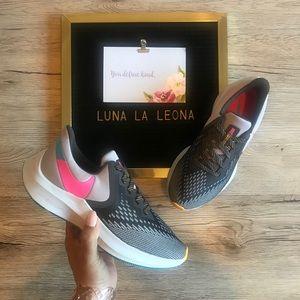 NWOT Nike Zoom Winflo 6 Running Shoes, sz 6 Women